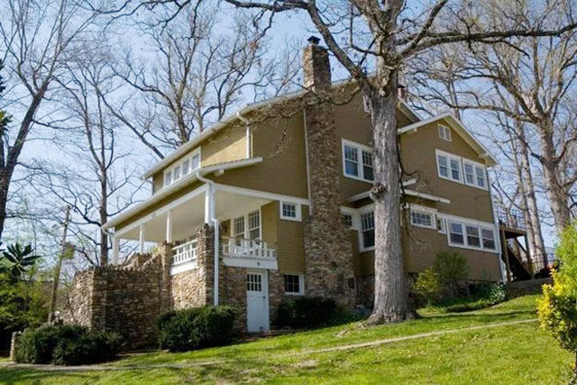BRANSON HOUSE BED AND BREAKFAST